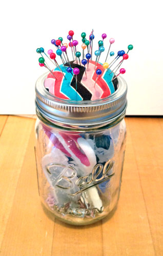 mason-jar-pin-cushion-1